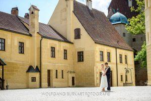 Brautpaar-Shooting auf Burg Trausnitz in Landshut und Hochzeitsreportage im Augustlhof